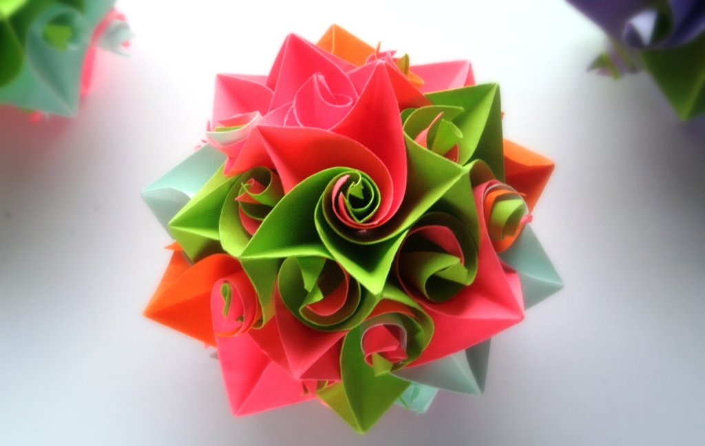 кусудама - техника модульного оригами, которая позволяет делать шарообразные форомы