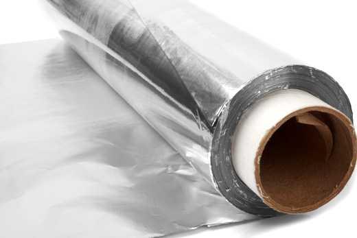 Чем опасна алюминиевая пищевая фольга?