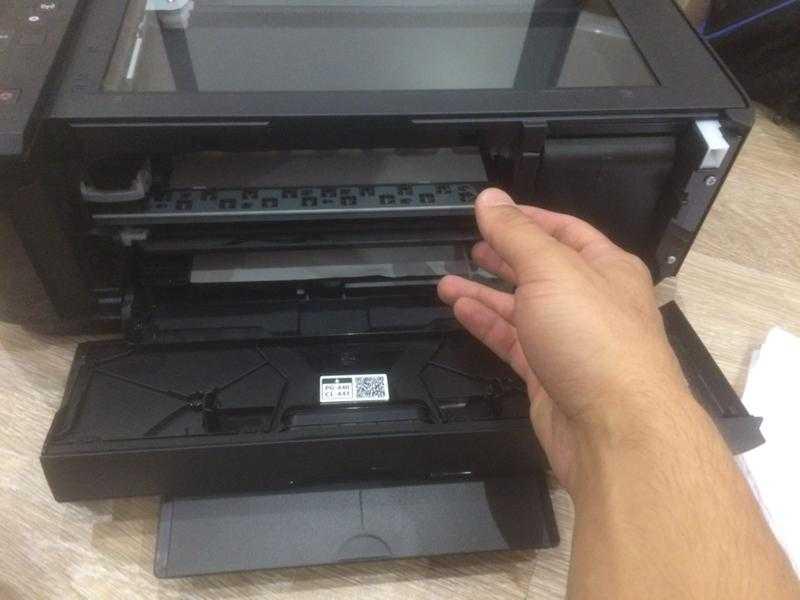 В принтере застряла бумага, как вытащить?