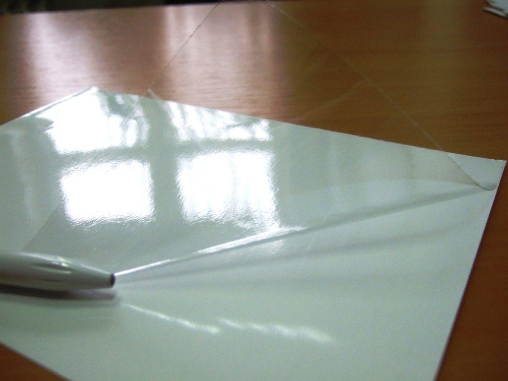 глянцевая пленка для ламинирования блестит