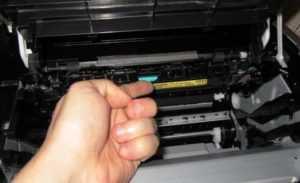 В принтере застряла бумага, как вытащить, если освободить прижим печки