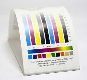 цветопередача синтетической бумаги почти не отличается от обычной