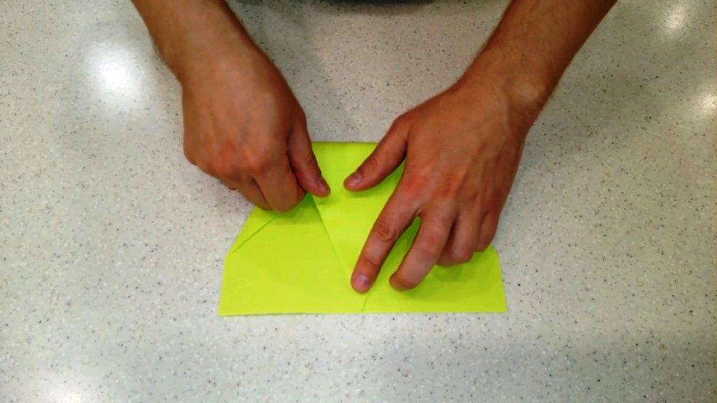 Как сделать самолет из бумаги на 100 метров полета своими руками