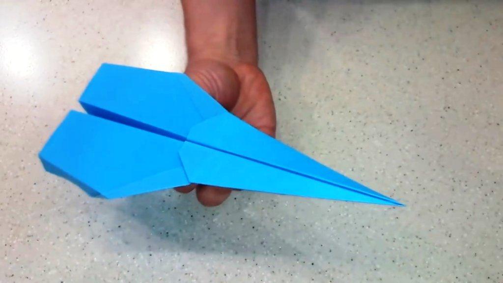 самолет из бумаги красив и крут и готов