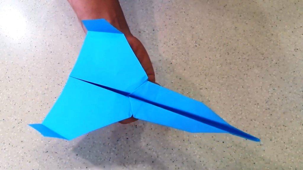 самолет из бумаги для долгого планирования готов