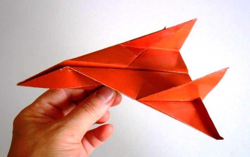 красивый самолет из бумаги порадует близких