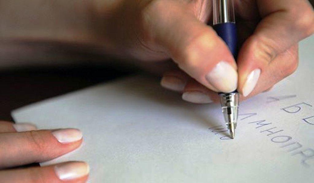 почему полезно писать на бумаге левой рукой