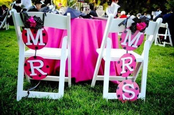 как украсить стулья на свадьбу бумагой