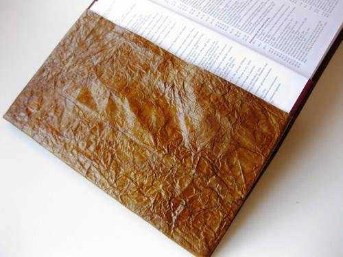 обернуть намокшую бумагу в пергамент