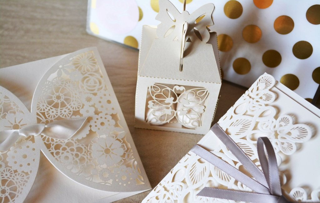 ажурная упаковка подарков на праздник