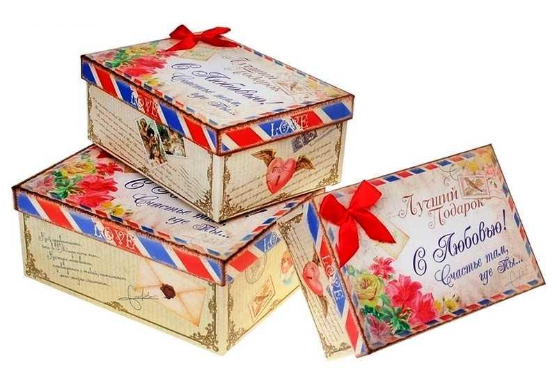 красивая коробка с поздравлением и пожеланием