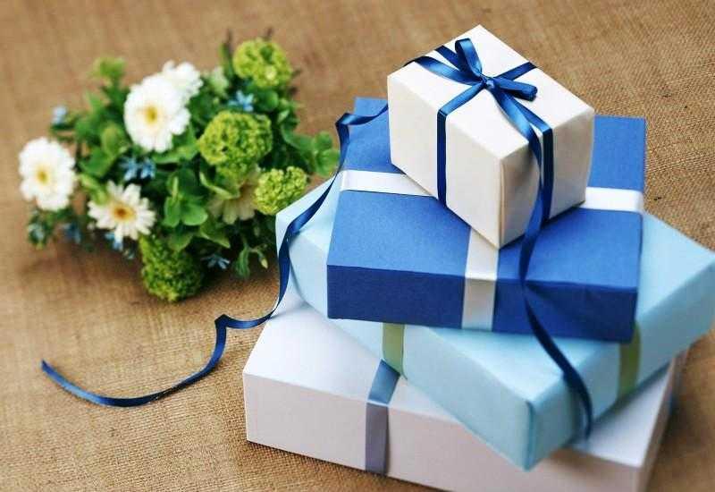 можно заказать картонные коробки на подарок для праздника