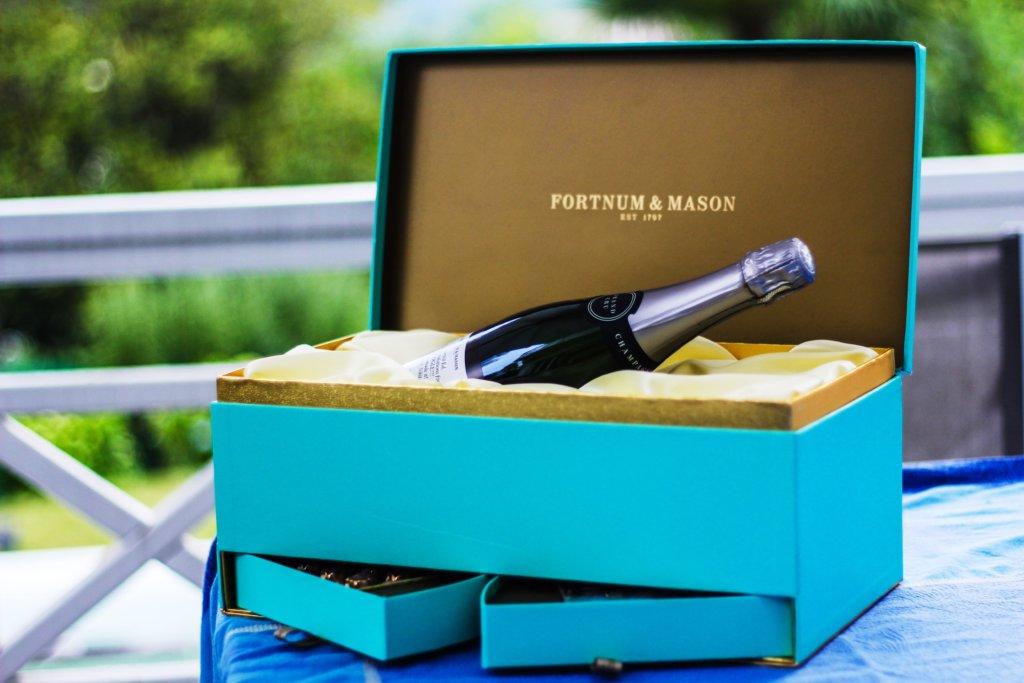 подарочная коробка под бутылку шампанского на заказ